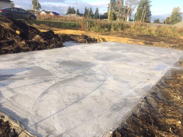 Армирование бетона фундаментной плиты с сеткой BASIS